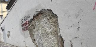 Rimossi calcinacci sotto la rovesciata di Menchino